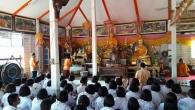 นักเรียนร่วมเวียนเทียนเนื่องในวันวิสาขบูชา